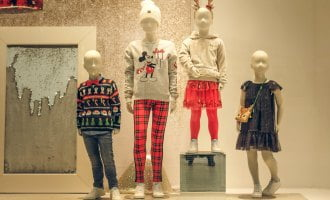 6 Ideas For Merchandising For Christmas With Child Mannequin Displays